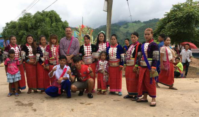 A group of Dara'ang students pose with Dr. Robert Dayley.
