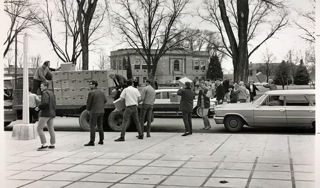 Students move books from Strahorn Library to N.L. Terteling Library in 1967.